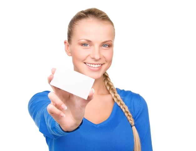 Gelukkige vrouw met visitekaartje over white