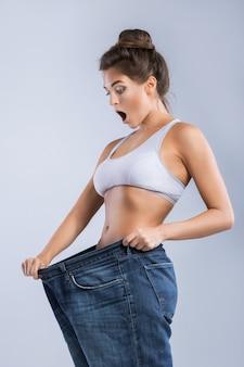 Gelukkige vrouw na gewichtsverlies