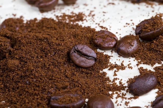 Gemalen koffie natuurlijke gebrande koffiebonen