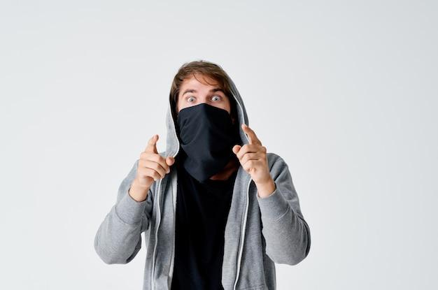 Gemaskerde man graffiti gezicht beveiliging inbraak diefstal voorzichtigheid