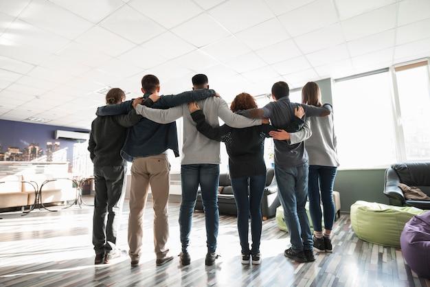 Gemeenschapsconcept met groep mensen