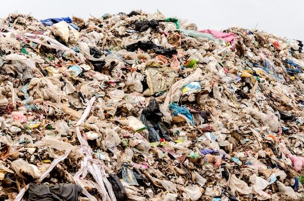 Gemeentelijke afvalverwijdering door open stortplaatsen. stort plaats