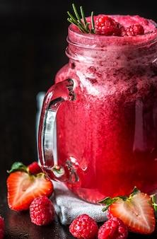 Gemengde bessen smoothie zomerdrank
