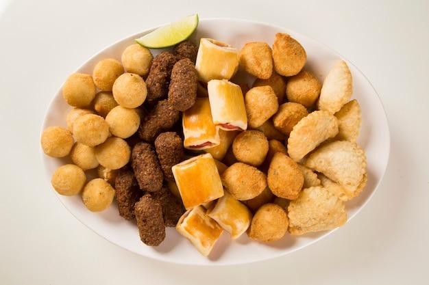Gemengde braziliaanse snack.