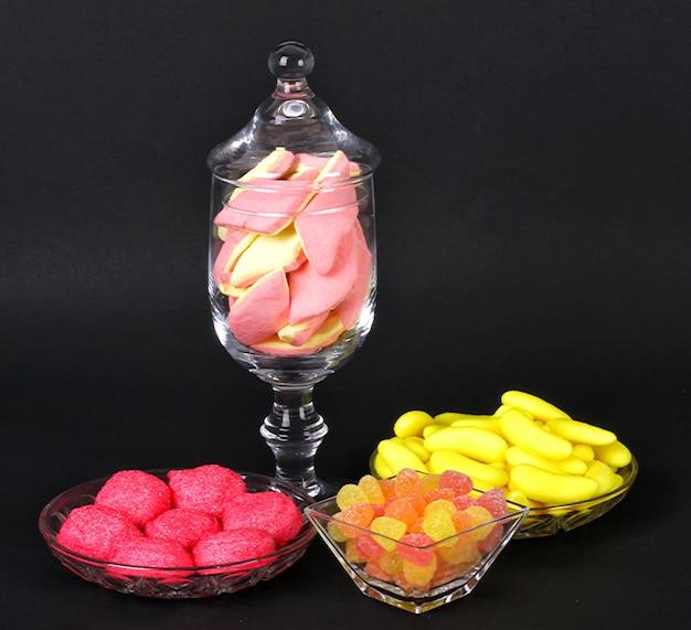 Gemengde kleurrijke jelly snoepjes en marshmallows