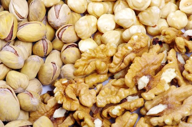 Gemengde noten op een achtergrond