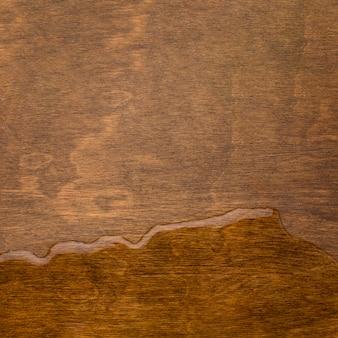 Gemorst water op houten achtergrond