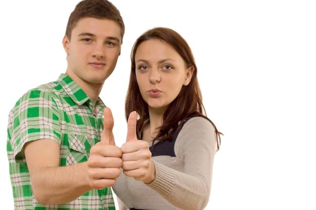 Gemotiveerd jong stel dat een duim omhoog geeft