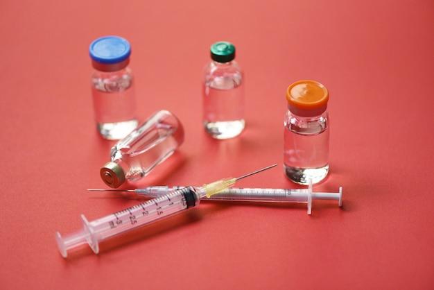 Geneeskunde flessen glas voor injectienaald spuit - medicatie drugs fles apparatuur medische hulpmiddel voor verpleegkundige of arts