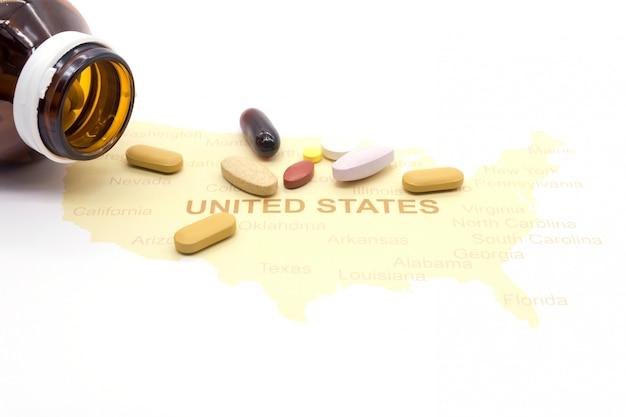 Geneeskunde op een amerikaanse kaart. gezondheidszorg concept