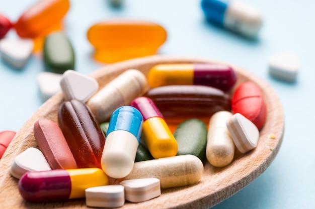 Geneeskunde, tablet, vitamine en medicijn in verschillende vorm