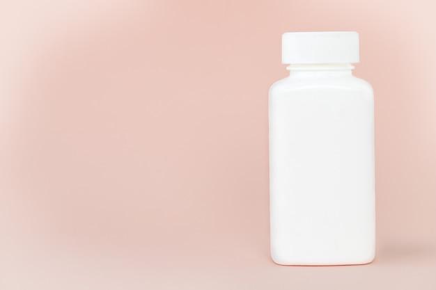 Geneeskunde witte fles op roze achtergrond