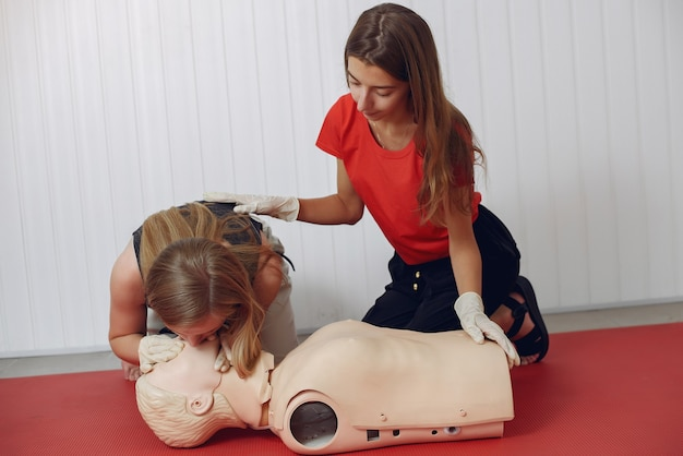 Geneeskundestudenten oefenen
