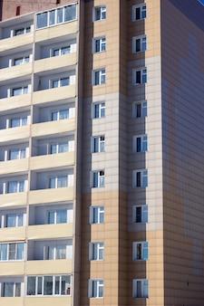 Generieke huisvesting in de vorm van flatgebouwen.
