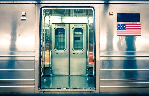 Generieke ondergrondse trein - new york city