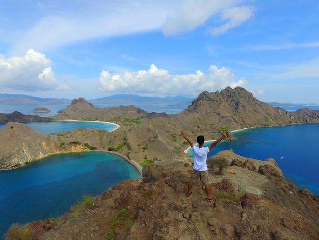 Geniet van het uitzicht op padar island. komodo-eilanden.