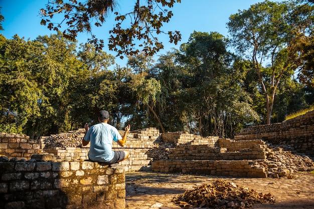 Genieten van de tempels van copan ruinas. honduras