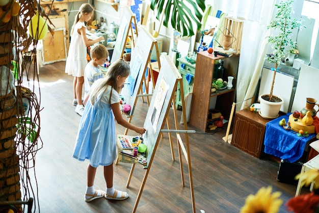 Genieten van klasse bij art studio