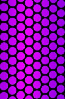 Geometrisch patroon van het liftplafond in paarsroze en zwarte kleur