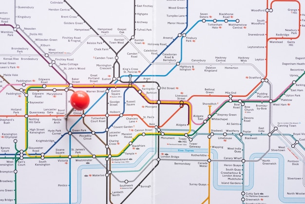 Geometrische metrokaart met nauwkeurig aangegeven