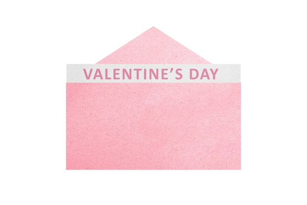 Geopende roze envelop met valentijnsdag tekst geïsoleerd over witte muur