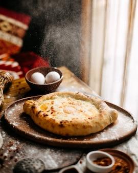 Georgische adjaruli op een tafel
