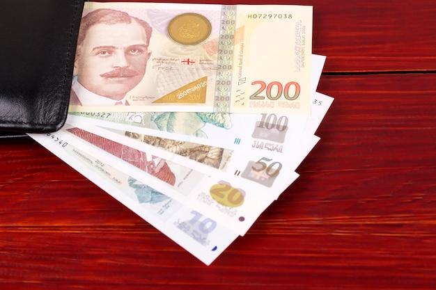 Georgische lari in de zwarte portemonnee