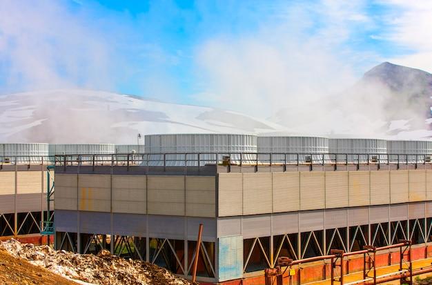Geothermische krachtcentrale op de mutnovsky-vulkaan