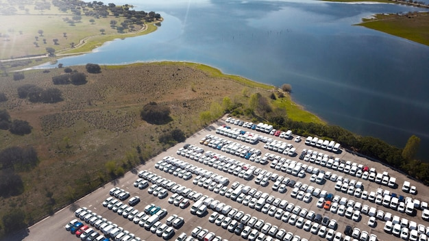 Geparkeerde auto's luchtfoto's transportconcept