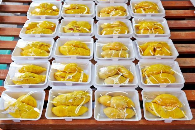 Gepelde durian op de straatmarkt