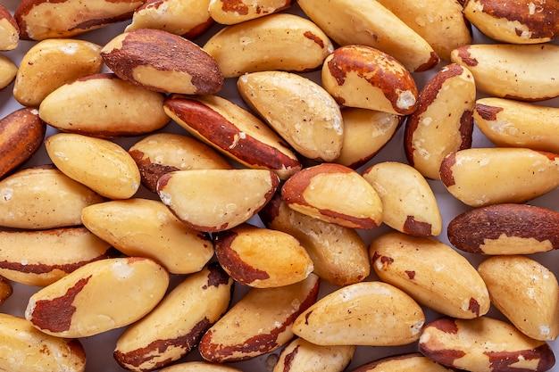Gepelde paranoten gezonde vegetarische snacks.