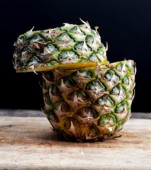 Gepelde rijpe ananas