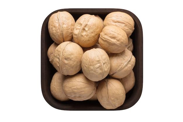 Gepelde walnoot, chileense in vierkante kom geïsoleerd op een witte achtergrond. biologisch voedsel, bovenaanzicht.