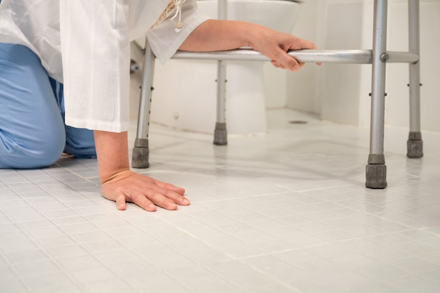 Gepensioneerde vrouw viel neer in een toilet