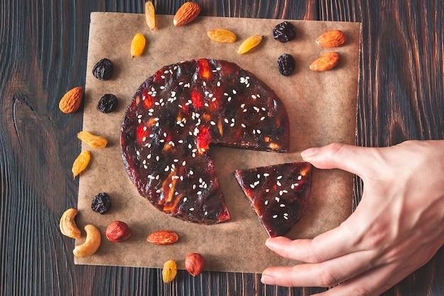Geperst fruit en notentaart