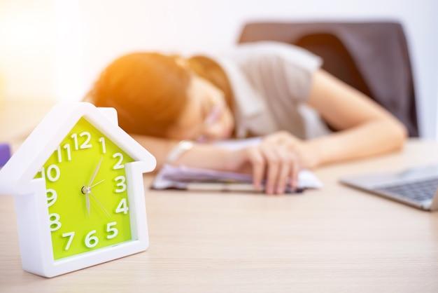 Geprobeerd en uitgeput voor werk in het bedrijfsleven. noodzaak om te ontspannen en recreatie.