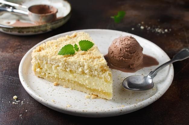 Geraspte cheesecake met kruim en ijs