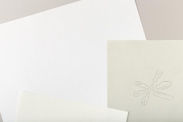 Gerecycled papier met zilverwerk tekenstempel