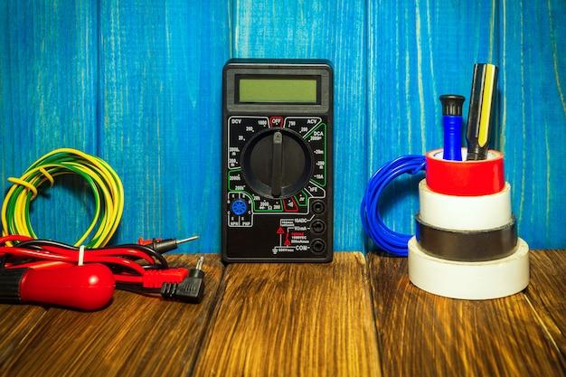 Gereedschap en accessoires gebruikt in elektrische installaties