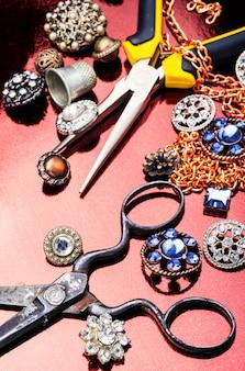 Gereedschap en accessoires voor het maken van sieraden