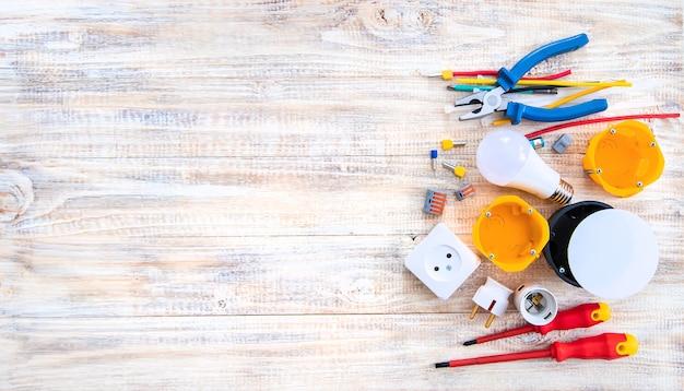 Gereedschap voor elektrische reparatie in huis. selectieve aandacht. plan