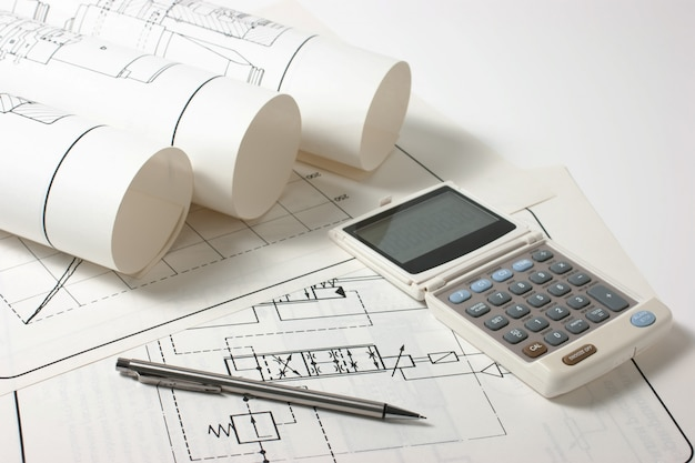 Gerolde technische tekeningen en een rekenmachine