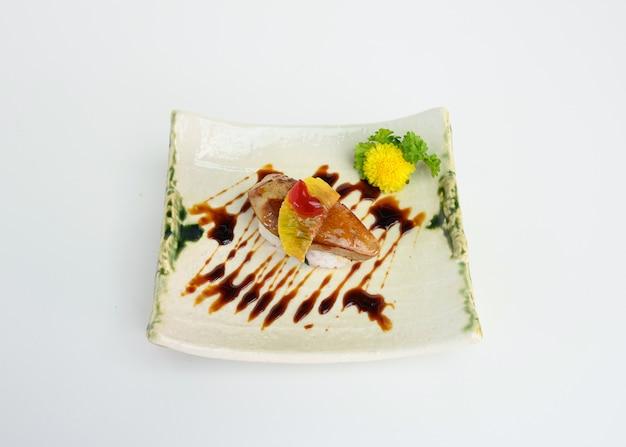 Gerookte foie gras met sushi van kers en saus