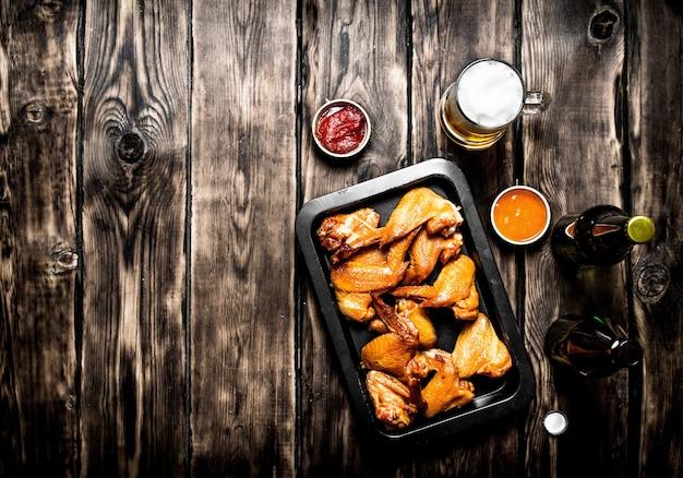 Gerookte kippenvleugels met bier
