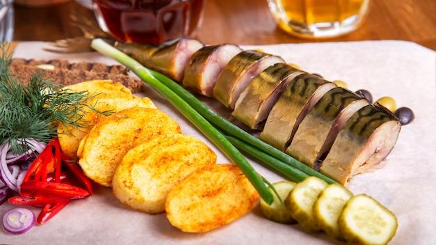Gerookte makreelvis met aardappel