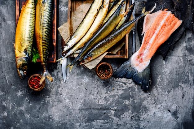 Gerookte vis saury en makreel