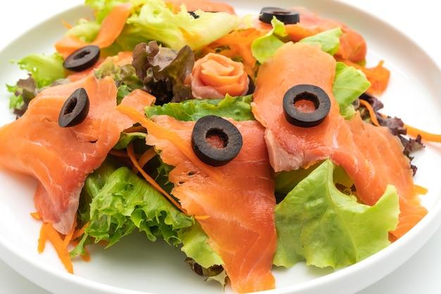 Gerookte zalmsalade - gezonde voedingsstijl
