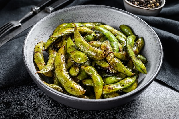 Geroosterde groene edamame sojabonen, japans eten