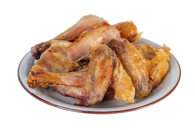 Geroosterde kip op de plaat die op wit wordt geïsoleerd. voedsel.