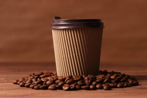 Geroosterde koffiebonen close-up. aromatische koffiebonen